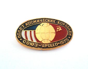 Vintage Soviet  pin badge - Apollo Soyuz mission 1975,  space program  / Made in USSR, 1970s