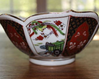 Vintage Imari Porcelain Flower Petal Shaped Bowl Made in Japan, Japanese Pottery