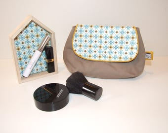 Pouch makeup/cosmetic fleece print in shades of blue, mustard and taupe vintage