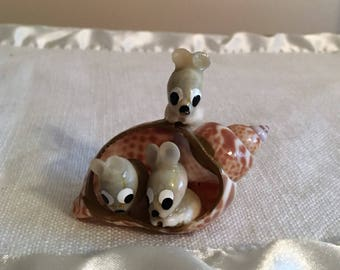 Family Of Mice...SEASHELL MOUSE Figurine...Just Listed...Seashell Figurine....Hand Painted Features