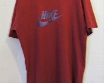 A GRUNGED Vintage 90's,Red Short Sleeve NIKE T Shirt.M