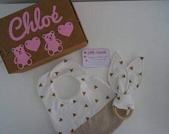 Box naissance personnalisée avec le prénom de bébé- bavoir et doudou oreilles