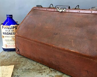 Antique Leather Drs. Bag, Genuine Early 1900's Leather Framed Doctor's Bag, Travel Bag