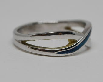 Simple silver tone ring