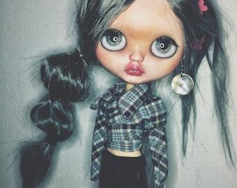 Octavia ~ custom doll ~ ooak ~ fashion doll ~ blythe doll ~ big eyes ~ art doll ~ gray hair.