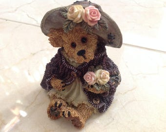 Retired Boyds Bears and Friends Mrs Tuttle Stop and Smell the Roses Bearstone Collection Numbered