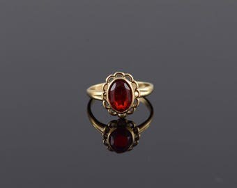 Retro Ruby* Oval Scalloped Bezel Band Ring Size 2.5 Gold