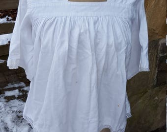 Vintage French White Cotton top / Short sleeved cotton top / Vintage cotton top / French cotton and lace top / Vintage cotton and lace