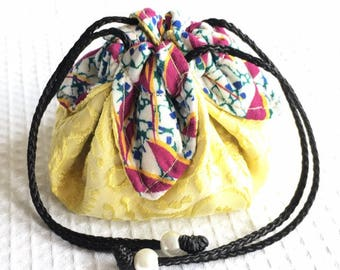 Jewelry purse / pouch for travel to vivid and bright colors.