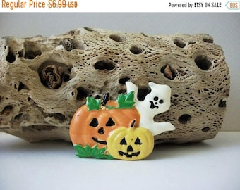 ON SALE Vintage 1950s Metal Enameled Pumpkins Ghost Pin 72116