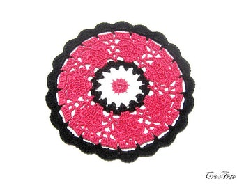 Hot Pink and Black crochet coaster, sottobicchiere fucsia e nero all'uncinetto