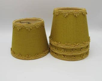 Lampshade in green fabrics with gold braid, Golden french vintage lampshade, Abat-jour vintage, abat jour à pince 1960, french decoration