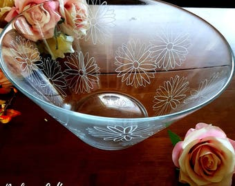 Large glass bowl, personalised, glass engraving, hand engraved, salad bowl, serving bowl, bespoke design, family name, wedding gift, couple