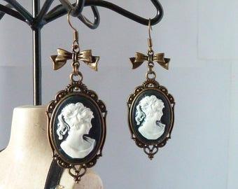 boucles d'oreilles gothiques victoriennes camée noir et blanc et noeud bronze rétro vintage gothic cameo earings adaptables en clips uniques
