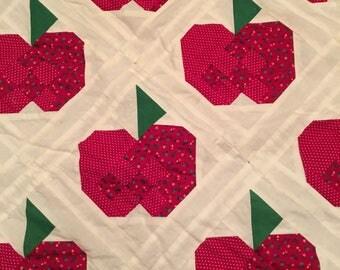 Vintage Apple Quilt/Apple Lap Quilt/Apple Mini Quilt/Apple Wall Hanging