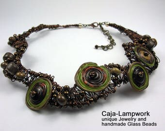 Short, bronze colored glass bead wire necklace, glass beads, statement chain, wire work, bend, interwoven, slightly different