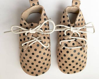 Size 1 Genuine Leather Oxfords, Polka Dot, Oxfords, Baby Sandals, Fringe Moccasins, Handmade, Toddler Moccasins, Oxford Shoes, Moccasin