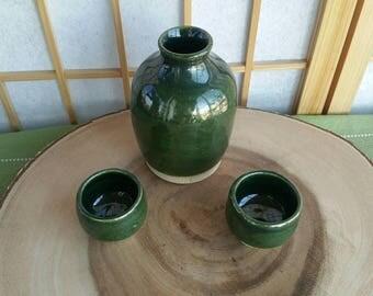 Green tokkuri set, sake bottle and two cups