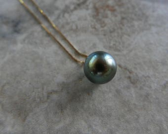 Beautiful Black Green Pearl Necklace in 14k Solid Gold