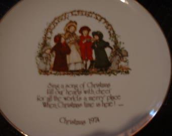 "10"" Holly Hobbie Christmas Plate 1974"