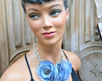 great chic necklace with blue flowers, veil and vintage buttons