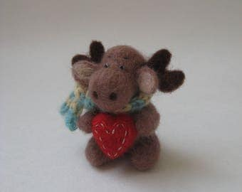 Needle Felted Elk. Elk with a Scarf and a Heart. Art Miniature Toy. Felted Animal.