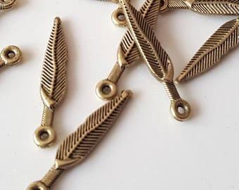 10 pearls 5x26mm Bronze Metal feather pendant