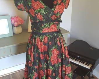 Beautiful Vintage Dress!! Original 1950's De Pinna New York Dress. Black with red roses!