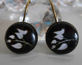 """Bird on branch"" Stud Earrings black and white glass cabochon"