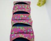 Étui à mouchoirs, pochette range mouchoirs en papier, étui en coton. Tissu fleuri rose bohème et broderie. Modèle au choix.