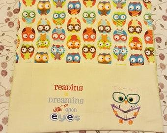 Owl theme reading cushion