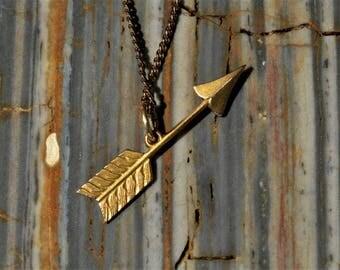 Arrow pendant gold necklace