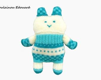 cuddly kitten handmade woolen vert@creazabelle monochrome