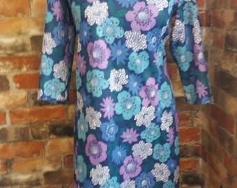 Oh so pretty 1960s Dress / Size 14 Purple and blue floral