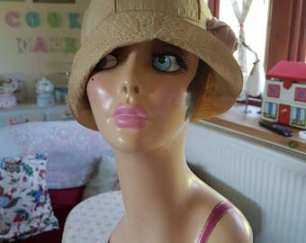 Stunning 1920s silk summer cloche hat with ribbon work lilac flower on the side
