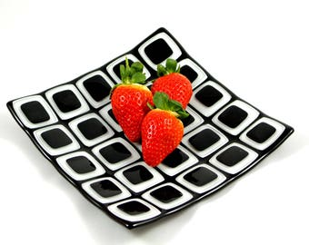 Black and White Glass Mosaic Plate