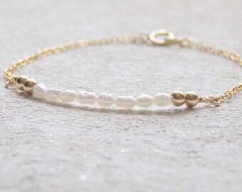 Dainty Bracelet | Minimal Bracelet | Freshwater Pearl Bracelet | Gold Filled Bracelet | Minimalist Jewelry | Beaded Bracelet