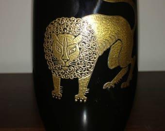 Graphire Corp., N.Y. Lion vase