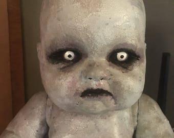 Creepy doll - Gruselig