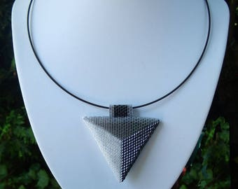 neck ring with pendant