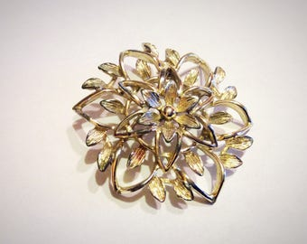 Vintage Sarah Coventry gold tone floral brooch pin.