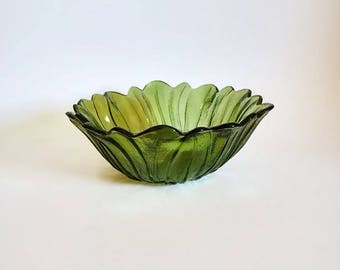 Pressed Glass Sunflower Bowl   Green Indiana Glass