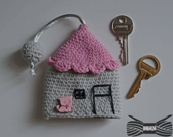 Crochet pink house key holder with customized button