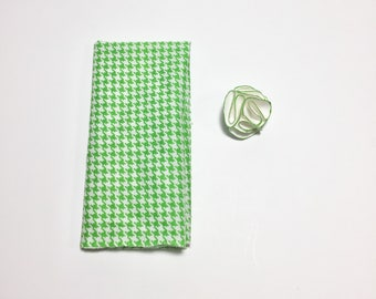 Wedding Lapel Pin, Suit accessory, Mens white Flower Lapel Pin with Green trim and Green houndstooth pocket square Set, wedding accessory