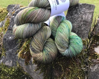 4ply BFL/SUperwash with Nylon. Dry Stone Wall.