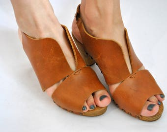 Brown leather womens shoes 1990s 1980s vintage heel casual
