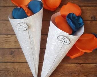 Wedding cones, wedding petals cones, petal cones for wedding, white paper cones, petal cones wedding, confetti cones, i do decorations.