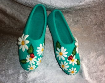 Flowers Felted Slippers Women Green Felt Wool Shoes  Bedroom Chamomiles Handpaint Ladybug Ladybird Clogs Mothers Day Birthday Gift Pantoffel