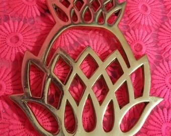Vintage Brass Pineapple Trivet / 1970s Kitchenware / Metalcrafters 1976