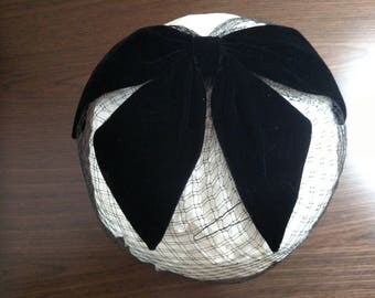 Facinator Whimsie Hat with Velvet Bow and Birdcage Veil